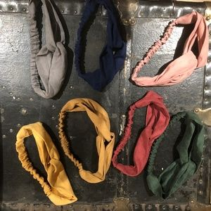 Set of seven hair bands, many colors.